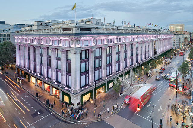 https://whereandwhenlondon.com/wp-content/uploads/2020/06/SELFRIDGES-Oxford-Street-store-exterior-credit-Andrew-Meredith-web.jpg