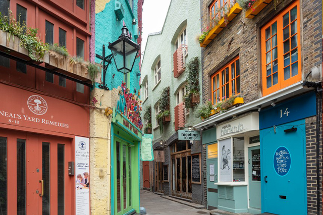 https://whereandwhenlondon.com/wp-content/uploads/2020/08/Neals-Yard-visitlondon-Jon-Reid.jpg